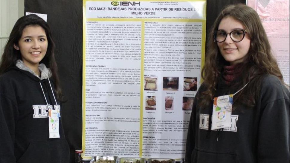 Alunas da IENH apresentam pesquisa em feira de Hong Kong