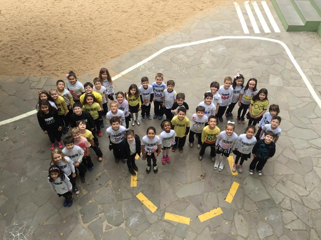 Alunos do Currículo Bilíngue comemoraram os 100 Days of School com imersão na Língua Inglesa