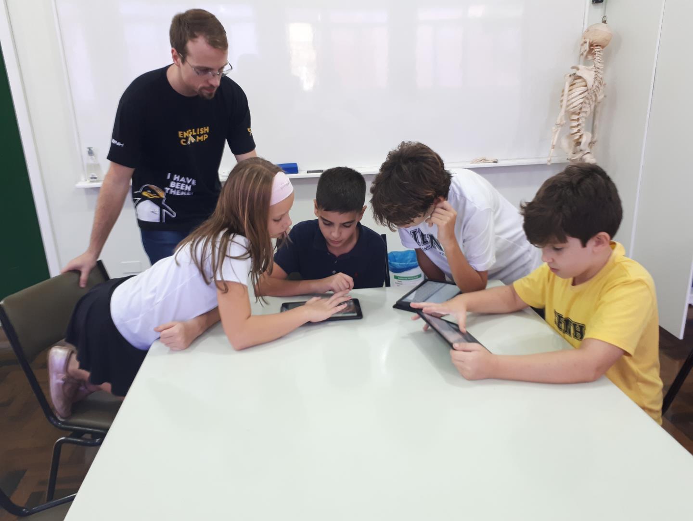Aula do Currículo Bilíngue tem participação de estudante da Flórida