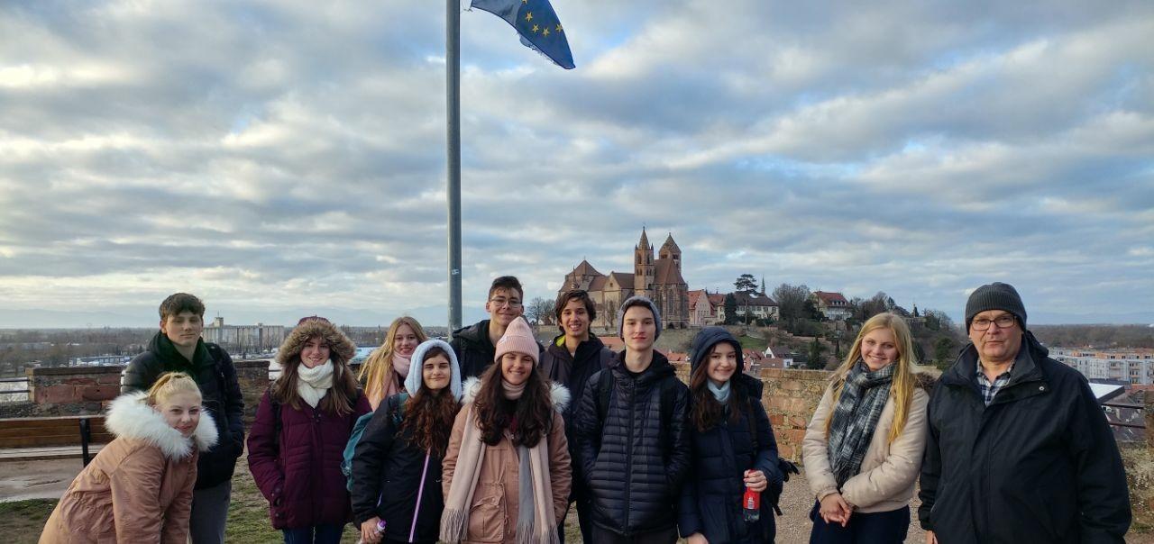 Estudantes da IENH Idiomas aproveitam dias com neve no Intercâmbio pela Europa