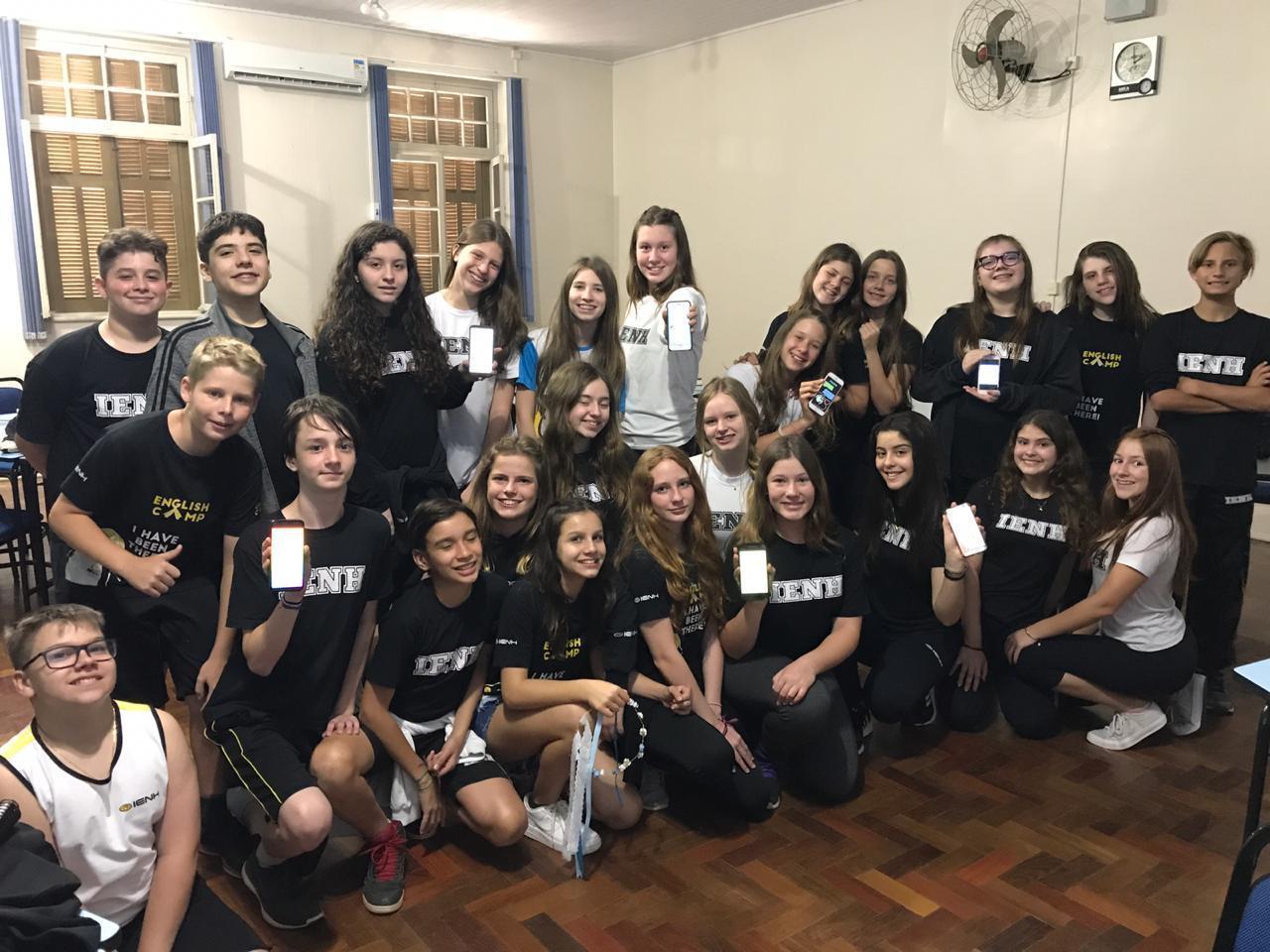 Estudantes promovem campanha sobre consciência ambiental