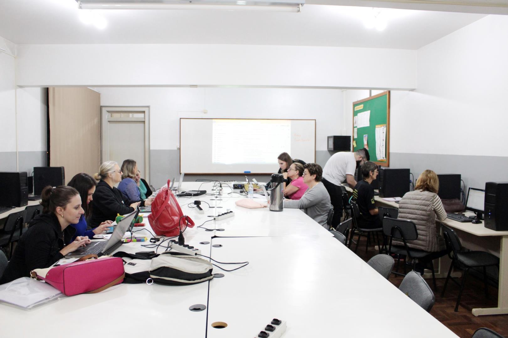 Experiência de Aprendizagem Digital é tema de curso para professores da IENH