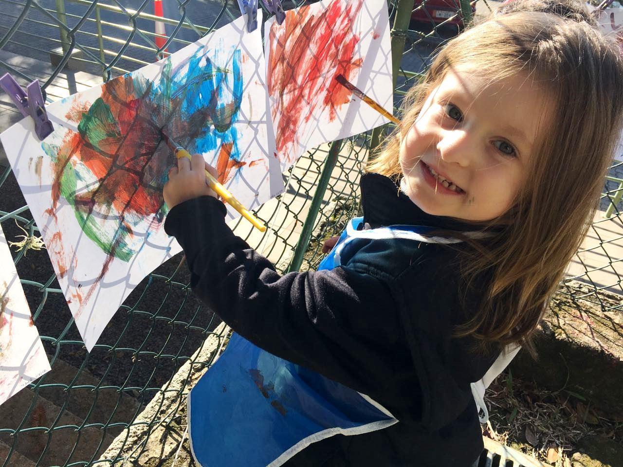 Explorando os sons da natureza e pintando ao ar livre