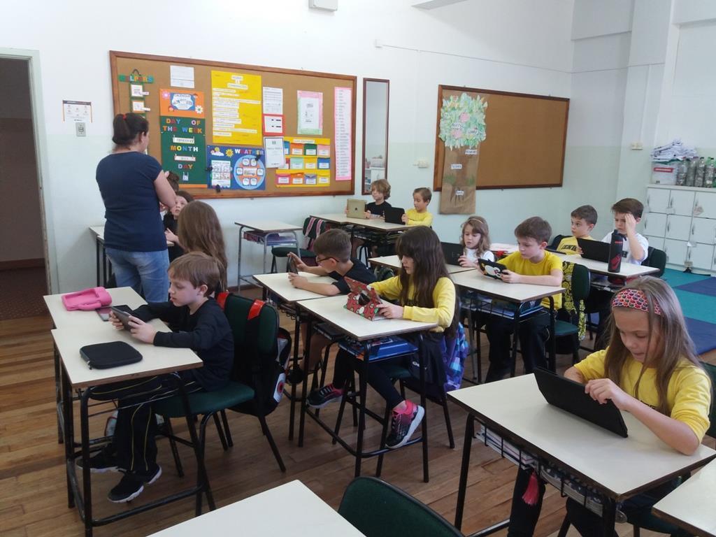 Minecraft na sala de aula: inserindo recursos tecnológicos às práticas pedagógicas