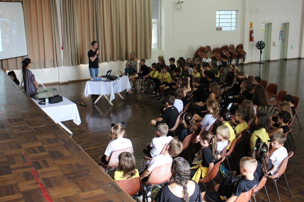 Na IENH: integrantes do Projeto Espírito Livre falam sobre voluntariado realizado em 28 países
