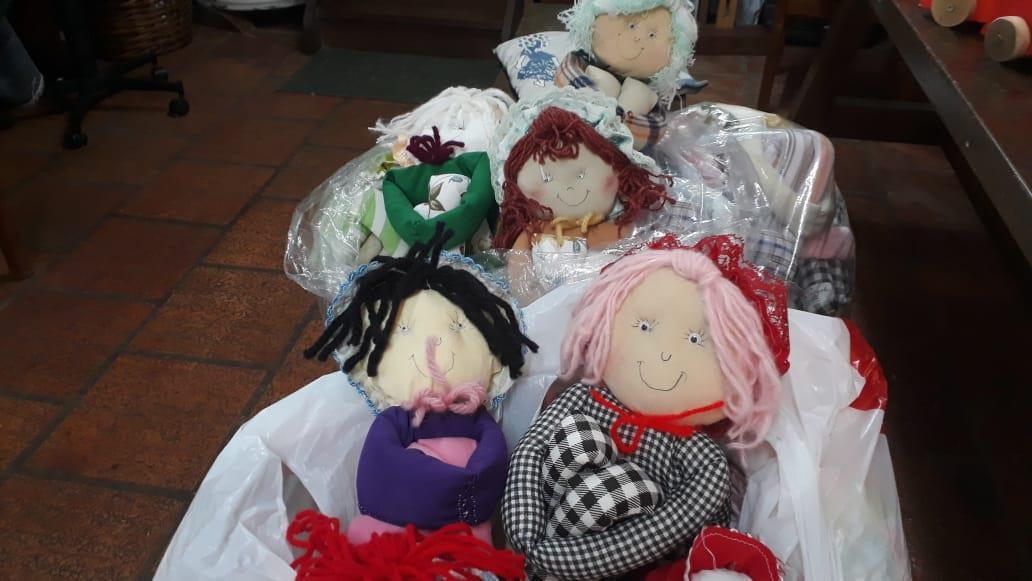 Oficina do Brinquedo da IENH produz mais de 300 brinquedos para doação