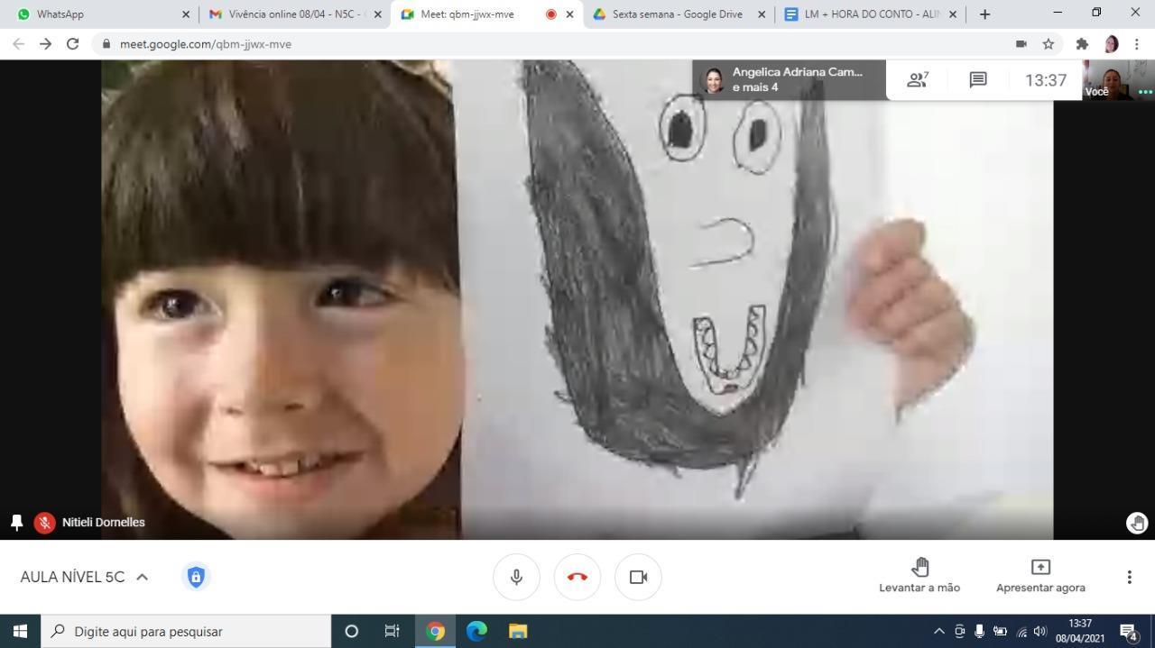 Por meio de hora do conto, crianças da Educação Infantil da IENH exploram escuta, fala e imaginação