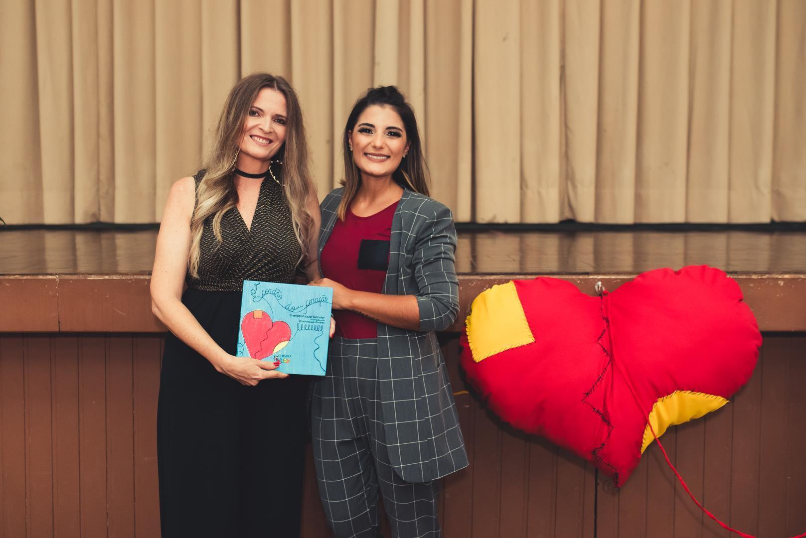 Professoras da IENH lançam livro infantil