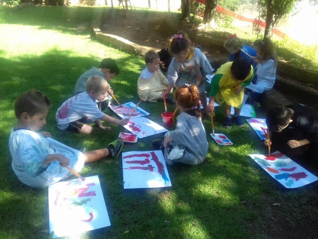 Story time and painting outside: história e pintura ao ar livre em Língua Inglesa nos Níveis 4