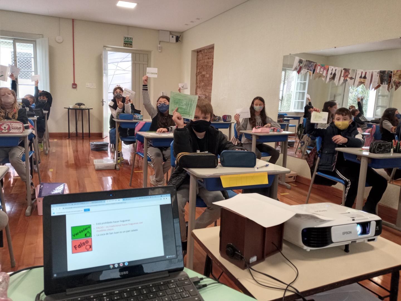 Turmas dos 4°s anos da IENH aprendem sobre a festa de São João da Espanha