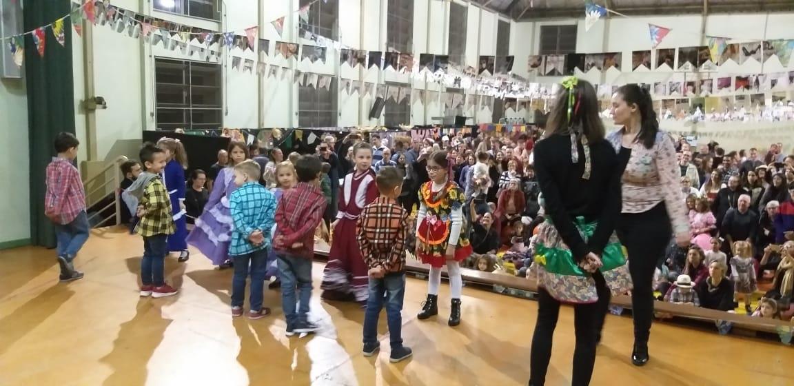 V Festa Junina do Pindorama ocorre com apresentações e brincadeiras