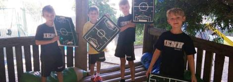 Alunos confeccionam jogo de futebol manual no Espaço Brincar e Criar