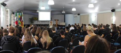 """Alunos da Unidade Fundação Evangélica participam do seminário """"Um olhar para o Outro"""""""