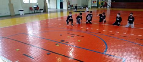 Alunos da Unidade Pindorama ampliam vivências esportivas nas aulas de Educação Física