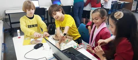 Aula de Programação em Inglês com ferramenta Makey Makey no Pindorama