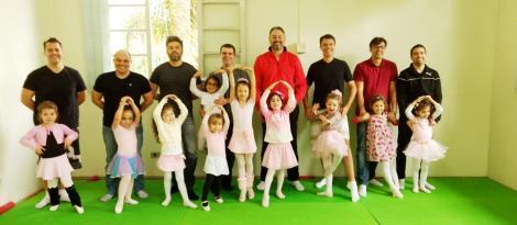 Aulas de dança com pais e filhas no Pindorama