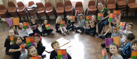 Brincadeira e diversão integram atividade para promover a leitura