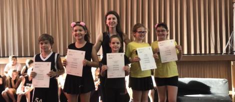 Certificados do exame de Cambridge são entregues para os alunos bilíngues dos 4ºs anos