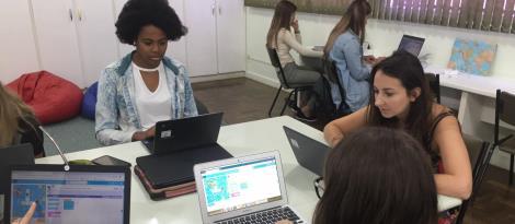 Colaboradores da IENH participam de cursos de aprendizagem digital