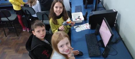 Conhecimentos em robótica e programação são desenvolvidos em atividade do Currículo Bilíngue