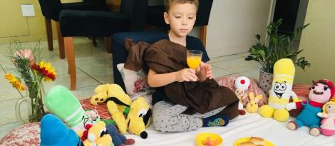 Crianças da Educação Infantil criam releitura da Santa Ceia