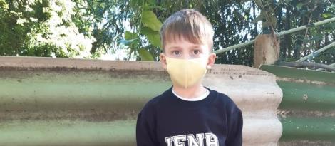 Crianças do Nível 5A da Unidade Oswaldo Cruz cultivam árvores frutíferas