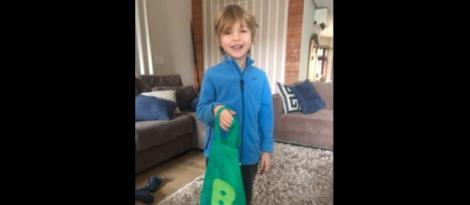 """Da história do número ao meu endereço: crianças recebem """"sacola inovadora"""" em casa"""
