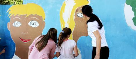 Dia D: comunidade escolar trabalha na revitalização da escadaria da rua Gomes Portinho