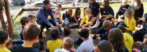 Diretor Geral da IENH conversa com alunos sobre construção de hortas