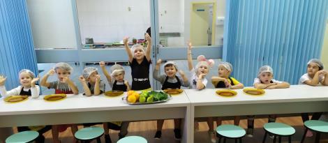 Educação Infantil cria receita de suco na Cooking Class