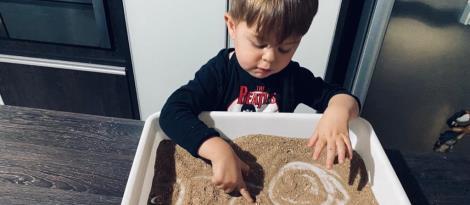Educação Infantil da IENH aprende sobre os sentimentos em língua inglesa e materna