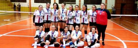 Equipe mirim de vôlei apoiada pela IENH é campeã da Copa Teutônia de Voleibol