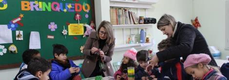 Estudantes da EMEF Nilo Peçanha visitam a Oficina do Brinquedo da IENH
