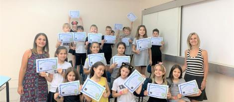 Estudantes do Ensino Fundamental da IENH recebem certificado de conclusão de nível de programação