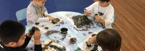 Evolução da escrita é trabalhada com as crianças da Educação Infantil
