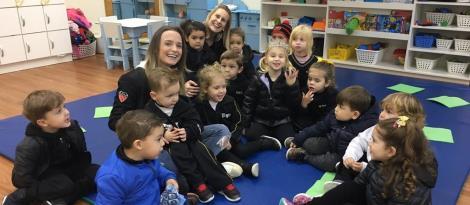 Famílias ensinam jogos e brincadeiras que faziam na infância para os alunos