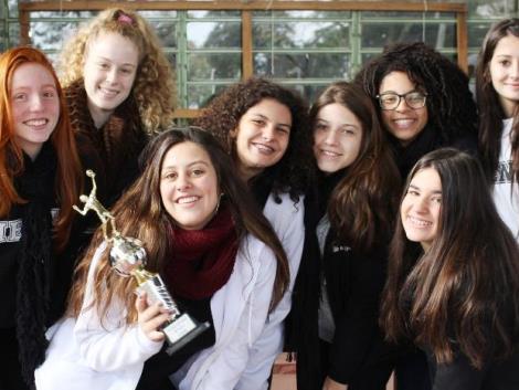 Grêmio Estudantil premia os vencedores dos jogos escolares da IENH