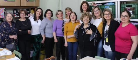 Grupo Ellos realiza chá para comemorar os 13 anos do projeto