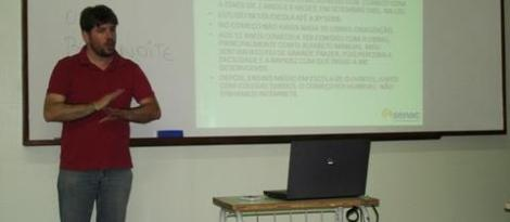Alunas do Curso Normal aprendem a utilizar a Língua Brasileira de Sinais