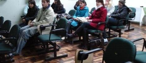 Estudantes participam de projeto que incentiva a pesquisa