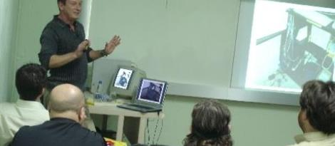 Turma IN4A assiste palestra sobre cabeamento de redes de computadores