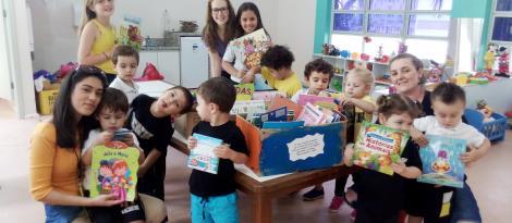 Nível 2B e Grêmio Estudantil arrecadam mais de 200 livros para doação