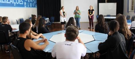 Novos alunos da Fundação Evangélica são recepcionados pelo Núcleo Pedagógico da Unidade