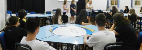 Núcleo Pedagógico reúne-se com alunos novos da Fundação Evangélica