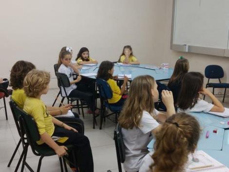 Odontopediatra palestra sobre higiene bucal e bons hábitos alimentares no Oswaldo Cruz