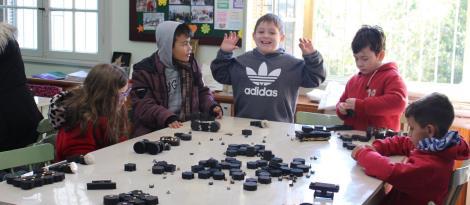 Oficina do Brinquedo recebe estudantes da rede municipal de ensino para realização de atividades