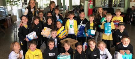 Solidariedade: alunos entregam donativos para o Lar São Vicente de Paula