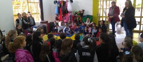 Solidariedade e diversão em entrega de donativos arrecadados por estudantes da IENH