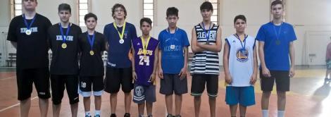 Torneio de trios de basquete na IENH