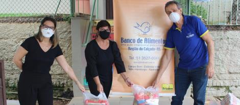 Unidades Pindorama e Oswaldo Cruz entregam alimentos arrecadados  nos Drive-Thrus